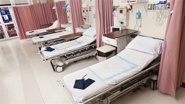 Des lits d'hôpital
