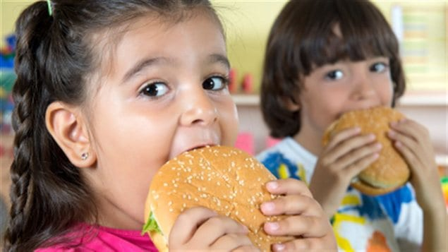 L'obésité est en croissance chez les jeunes Canadiens, au point où certains n'hésitent pas à parler d'épidémie.