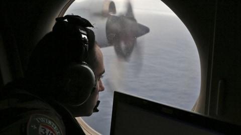 Disparu depuis le 8 mars 2014, le vol MH370 de la Malaysia Airlines s'est abîmé dans le sud de l'océan Indien L'annonce a été faite hier par  le premier ministre de la Malaisie. Toutefois, l'enquête s'annonce ardue. Pour le moment, les recherches ont été suspendues.