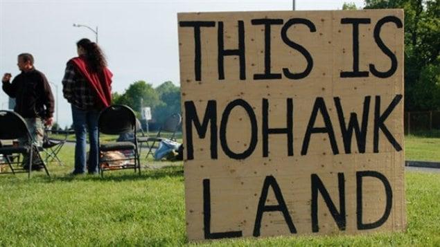 « Ceci est un territoire mohawk », revendique ce panneau.