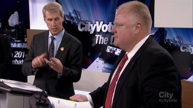 Le maire Ford se fait attaquer par son rival, David Soknacki, lors du premier débat télévisé de la course à la mairie de Toronto.