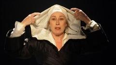 Marie Tifo, qui incarne Marie-de-L'incarnation au théâtre et dans le documentaire Folle de Dieu de Jean-Daniel Lafond, a commenté l'annonce de la canonisation.
