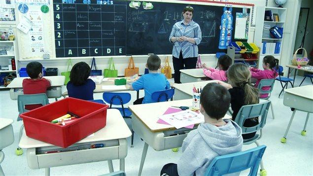 La CSQ estime qu'avec les compressions budgétaires, la surcharge de travail pose de réels problèmes, notamment dans le secteur de l'éducation, de la santé et des services sociaux au Québec