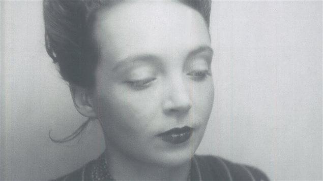 Détail de la couverture du livre de Laure Adler consacré à Marguerite Duras pour le centenaire de sa naissance.