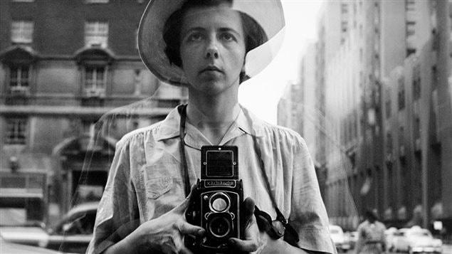 Détail d'un autoportrait non daté de Vivian Maier