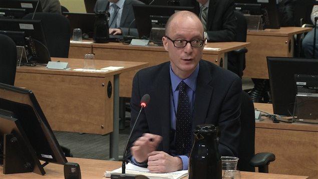 Le directeur adjoint de la recherche à la commission, Martin Comeau