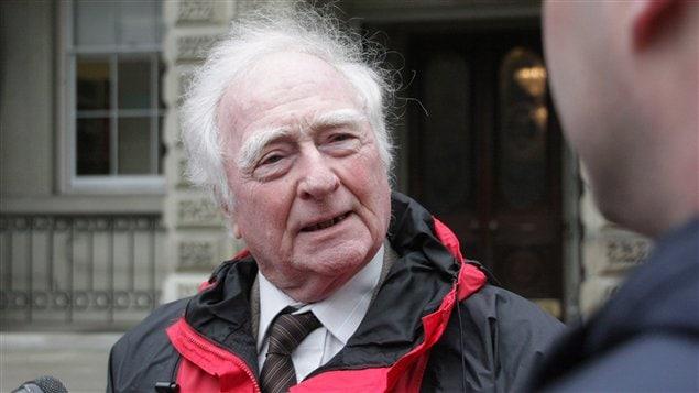 Michael McAteer est l'un des trois résidents permanents qui contestent, mardi, le serment d'allégeance devant les tribunaux.