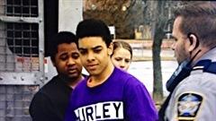 Doreze Beals et Andre Grey, 18 ans, arrivent au Palais de justice de Dartmouth lundi matin