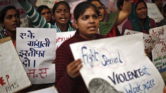 Manifestation à New Delhi en décembre 2013 pour marquer le 1er anniversaire du viol collectif d'une jeune femme dans un bus à Delhi. Elle en est morte quelques jours plus tard.