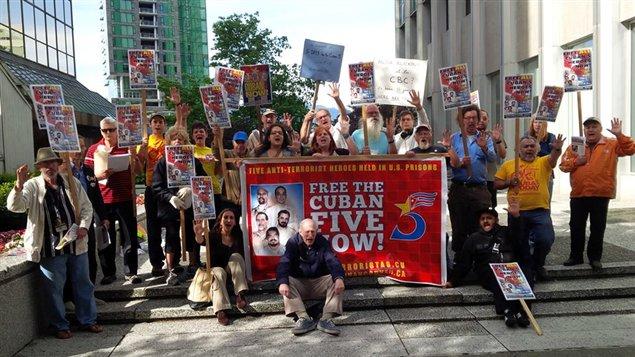 Manifestación frente al consulado de Estados Unidos en Vancouver