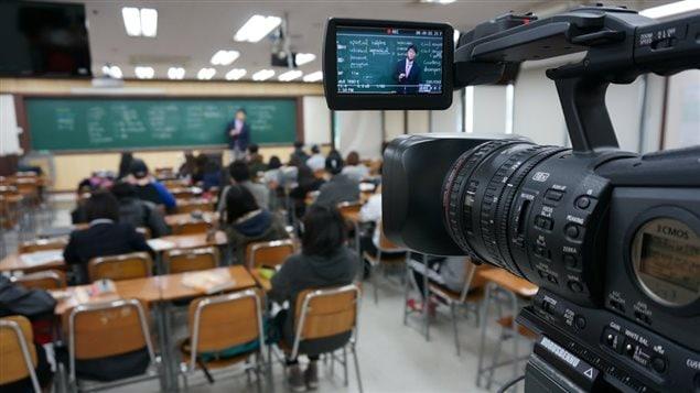 Chaque cours de Kim Ki-hoon est filmé avant d'être disponible en ligne. Une heure coûte 3,5 $.