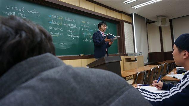 Kim Ki-hoon, tuteur chez Megastudy lors de l'un de ses cours d'anglais