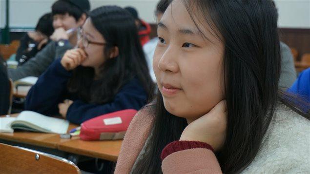 Jihyun Park, élève de 17 ans. Ses parents dépensent plus de 150 $ par mois pour ses cours de rattrapage.