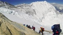 Avalanche au camp de base de l'Everest : témoignage d'un rescapé