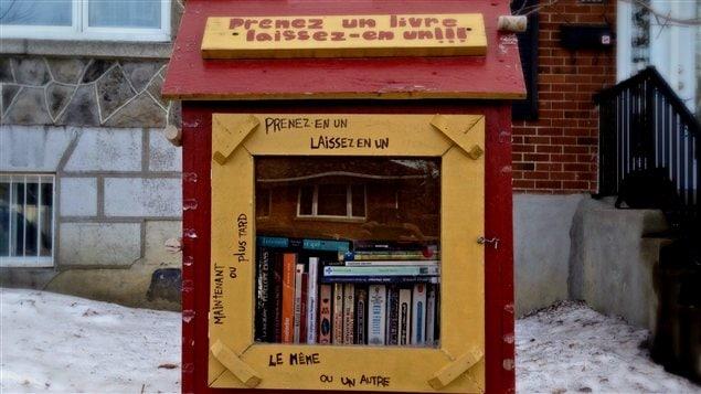 Une des mini-bibliothèques installées par Lyne Drouin dans l'arrondissement Rosemont-La Petite Patrie.