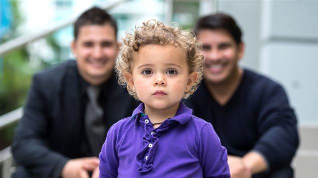 Couple gai avec enfant