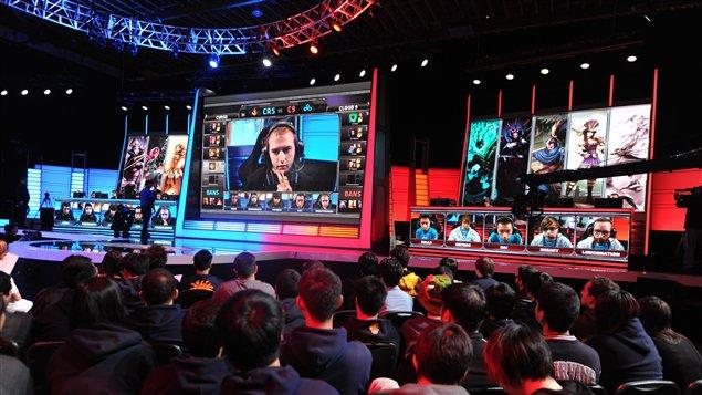 Les spectateurs regardent un match professionnel durant le League of Legends North American championship series qui s'est tenu en Californie au mois de février 2014.