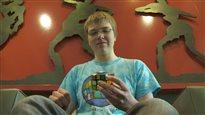 Résolution du cube Rubik: un quatrième record mondial pour un jeune Franco-Ontarien