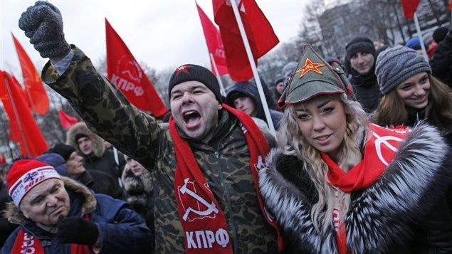 Des partisans du Parti communiste manifestent à Moscou.