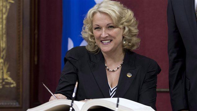 La vice-première ministre du Québec Lise Thériault lors de son assermentation à l'Assemblée nationale le 23 avril 2014