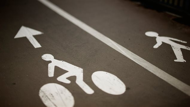 Signalisation d'une route partagée entre cyclistes et piétons