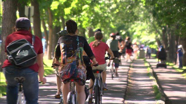 Pas toujours facile de trouver une place pour les vélos en ville.