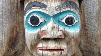 Un totem à Horseshoe Bay en Colombie-Britannique