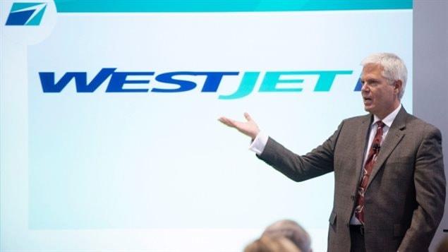 Le président et chef de la direction de WestJet, Gregg Saretsky, parle aux actionnaires lors de leur assemblée générale annuelle, jeudi, à Toronto.