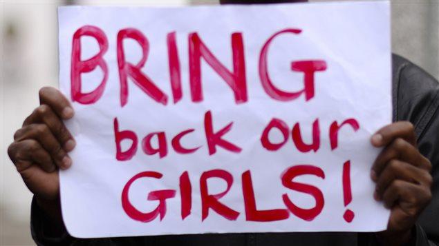 L'enlèvement des jeunes Nigérianes a déclenché un mouvement de soutien qui s'étend partout sur la planète, notamment sur Twitter et Facebook, où plusieurs personnalités ont lancé un appel à la libération des adolescentes.