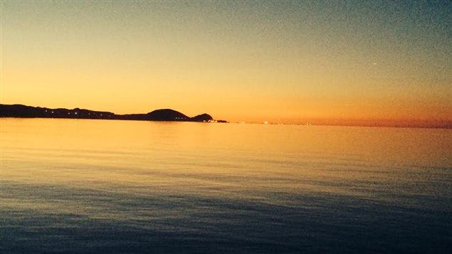 Les Îles au petit matin avant le départ des homardiers