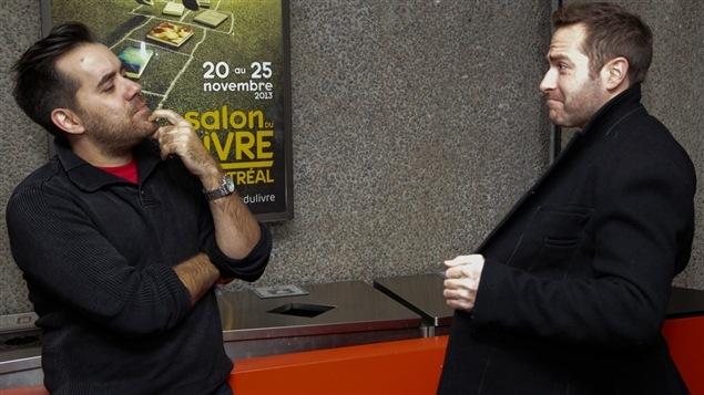 Jean-Sébastien Girard semble dubitatif devant la marchandise exposée par Jean-Philippe Cipriani.