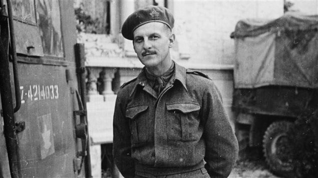 Le journaliste Marcel Ouimet pendant la Seconde Guerre mondiale