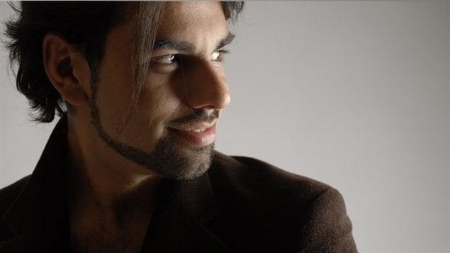 Argentino de origen, canadiense de adopción y compositor de mente, talento y corazón, Javier Asencio comienza a abrirse espacio en el espectro musical canadiense.