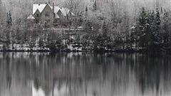 Dans Portneuf, la Ville et les citoyens de Lac-Sergent ont décidé d'agir pour améliorer la qualité de l'eau du lac.
