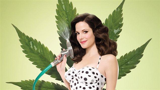 Affiche de l'émission américaine Weeds, produite par Lionsgate Television.