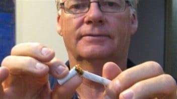 Comme aider au mari à cesser de fumer est rapide