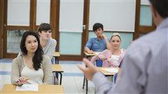 Professeur devant une classe