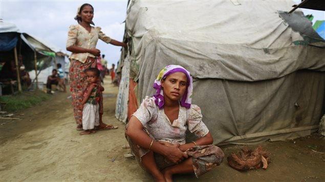 Une jeune réfugiée dans un camp qui accueille des Rohingya près de Sittwe, en Birmanie.