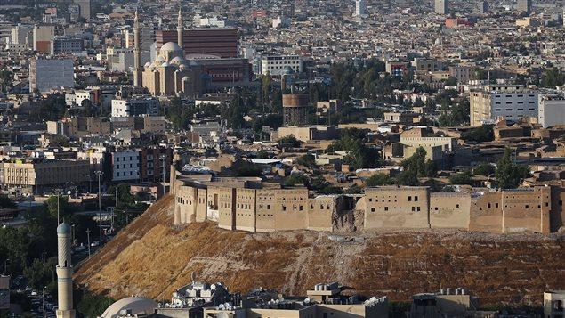 صورة عامة لوسط أربيل، عاصمة إقليم كردستان العراق، وتبدو فيها قلعة المدينة (أرشيف).