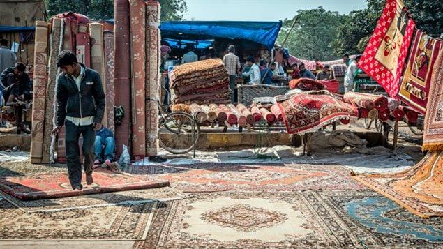 Magasin de tapis dans un marché du vieux Delhi