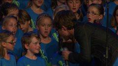 Chorale la Petite école au Festival en chanson de Petite-Vallée.