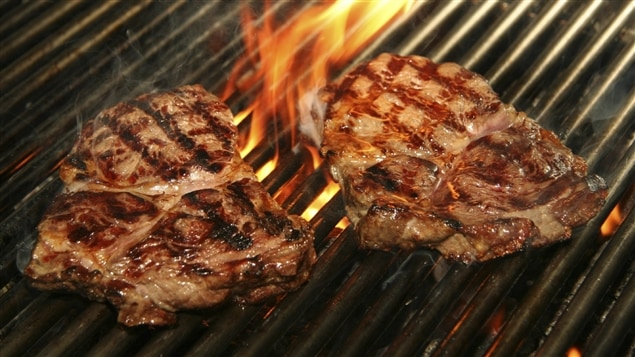 De la viande sur le barbecue