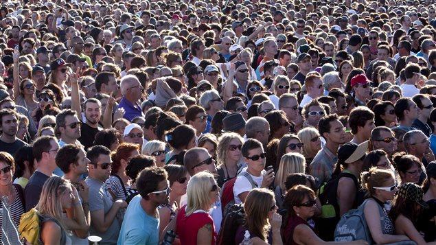 Une foule rassemblée aux plaines d'Abraham lors d'un concert, en 2012
