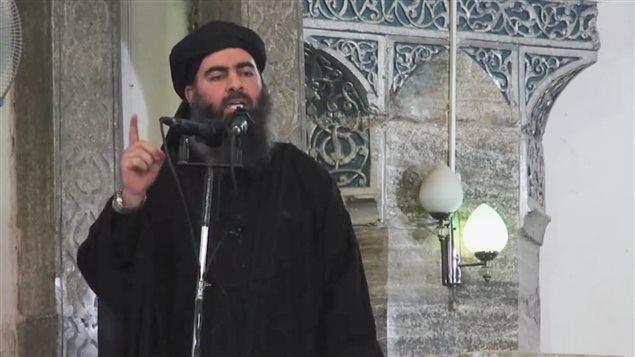 Le chef du «califat», Abou Bakr Al-Baghdadi. Cette image est tirée d'une vidéo publiée samedi sur des sites djihadistes.