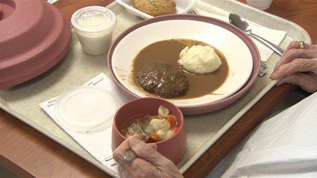 Plateau d'un repas dans un CHSLD