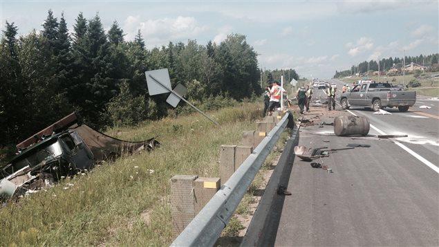 Les deux occupants de la voiture sont morts dans l'accident.