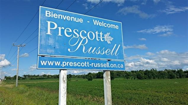 Une affiche annonçant l'entrée sur le territoire des Comtés unis de Prescott et Russel.