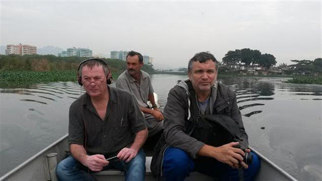 Robert Frosi en compagnie du biologiste, Mario Moscatelli.