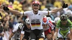 Au Tour de France, le sprint est resté la spécialité allemande. Marcel Kittel, vainqueur de 3 étapes, n'est pas le seul Allemand à faire valoir la puissance de sa poussée au sprint final. Aujourd'hui, c'était au tour d'Andre Greipel d'aller chercher la victoire d'étape, la 6e de la Grande Boucle, venant succéder à son compatriote Kittel victime d'une crevaison à quelques minutes de l'arrivée. L'ancien coureur cycliste David Veilleux est avec nous.