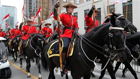 Défilé de la Gendarmerie royale du Canada lors des Jeux olympiques de Vancouver, en 2010